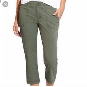 Athleta Trekkie Green Capri crap athletic pants 10